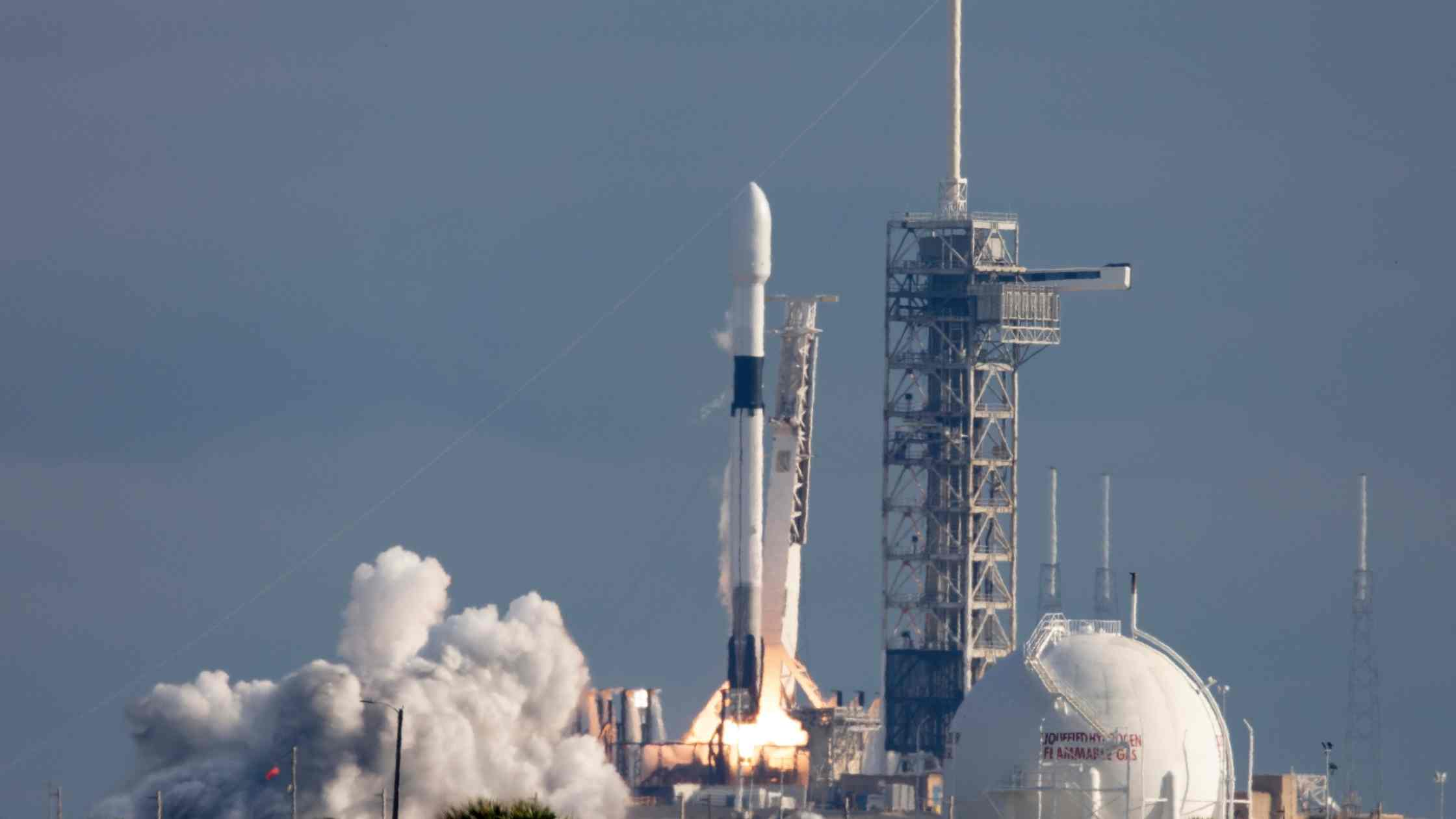 How Space-X Makes Money_